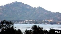 Việt Nam còn ký kết một hợp đồng phụ trong đó có việc xây dựng cơ sở hạt tầng có trị giá gấp đôi, tới 4 tỷ USD ở Cam Ranh.