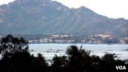 越南海軍艦隻很少進入金蘭灣(美國之音施銳福拍攝)