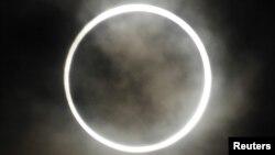 سورج گرہن کا ایک منظر(فائل)