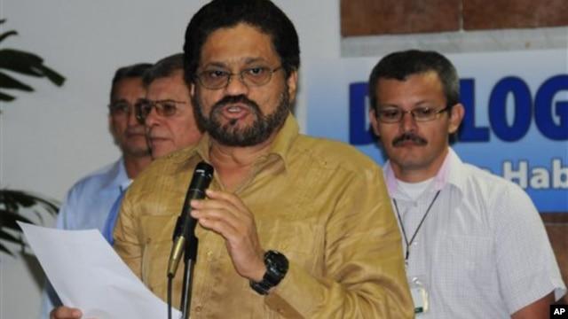 El jefe negociador de las FARC, Iván Márquez, hace declaraciones en La Habana.