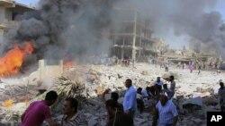 Hiện trường nơi xảy ra 2 vụ đánh bom xe tại thị trấn Qamishli của người Kurd, Syria, ngày 27/7/2016.