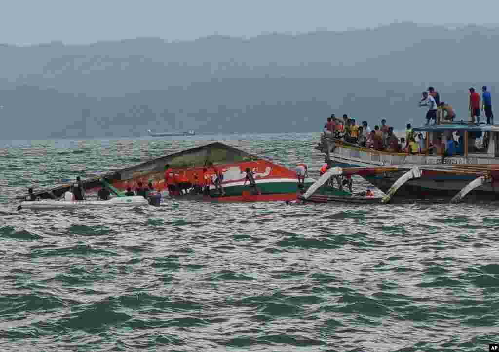 فلپائن میں کشتی ڈوبنے کے حادثے میں ہلاک ہونے والوں کی تعداد 50 تک پہنچ چکی ہے۔