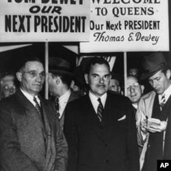 杜威(中)在1948年的一次竞选活动中
