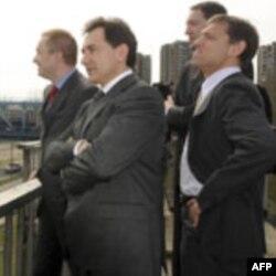 Pajtić, Djelić i Dežer na lokaciji izgradnje novog mosta u Novom Sadu, 22. mart, 2010.