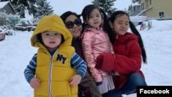 Chị Lương Thị Phương Mai và ba con nhỏ.