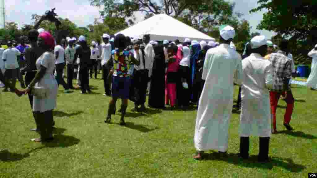 Wata Kungiyar Shimfidar Karfafa Kan Addinai ta hada shugabannin matasan addinai daga addinin Islama da na Krista a Abuja domin ta taimaki inganta zaman lafiya musamman a arewacin Najeriya.