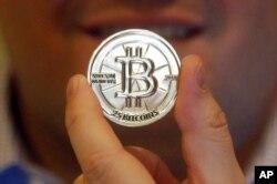 Việt Nam đang xem xét khung pháp lý để quản lý bitcoin và các giao dịch liên quan.