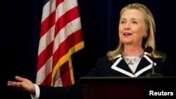 Ngoại trưởng Clinton Clinton thúc giục Bắc Kinh và các nước Đông Nam Á nhanh chóng phát triển và thi hành một bộ quy tắc ứng xử Biển Đông