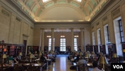 哈佛大学威德纳图书馆参考资料阅览室(资料照)