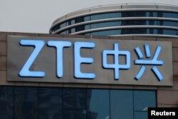 중국 선전의 ZTE 본사 건물에 로고가 붙어있다.