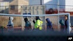 Migrantti tinejdžeri u pritvornom centru Torniljo u Teksasu (Foto: AP)