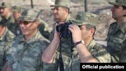 Azərbaycan Ordusunun irimiqyası təlimləri davam edir