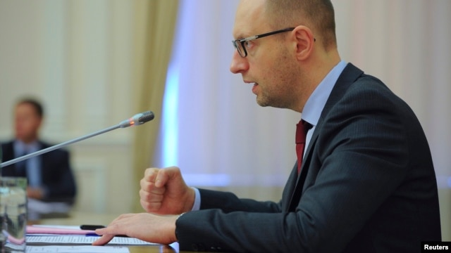 Ukrainian Prime Minister Arseny Yatseniuk chairs a meeting in Kyiv, Apr. 25, 2014.