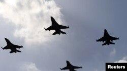 요르단 군의 F-16 전투기들이 암만공항 상공을 날고 있다. (자료사진)