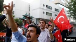 همزمان با تنش ها بین دولت ترکیه و کردها در جنوب این کشور، تجمعات اعتراضی زیادی در شهرهای بزرگ این کشور برگزار می شود.