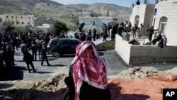Роднина на убиениот пилот, на собир во неговото родно место близу Карак во Јордан