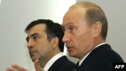 Михаил Саакашвили и Владимир Путин. Санкт-Петербург. 14 июня 2006 г.