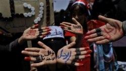 زنان مخالف دولت یمن با نوشتن بر کف دستان خود خواستار استعفای عبدالله صالح شدند