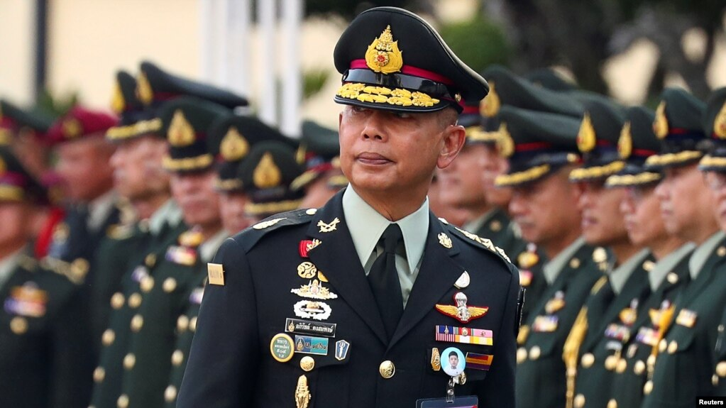 Tướng Apirat Kongsompong-tân chỉ huy quân đội Thái Lan.