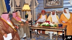 Bahrain's FM Sheikh Khaled bin Ahmed al-Khalifa, Saudi Arabia's FM Prince Saud al-Faisal, Oman's FM Youssef bin Alawi bin Abdullah, Kuwaiti FM Sheikh Mohammad Sabah al-Salem al-Sabah and United Arab Emirates' FM Sheikh Abdullah bin Zayed al-Nahyanat talk