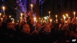Giáo dân Vinh thắp nến cầu nguyện cho 4 nhà hoạt động Công giáo