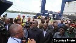 Rais Magufuli alipotembelea bandari ya Dar es Salaam