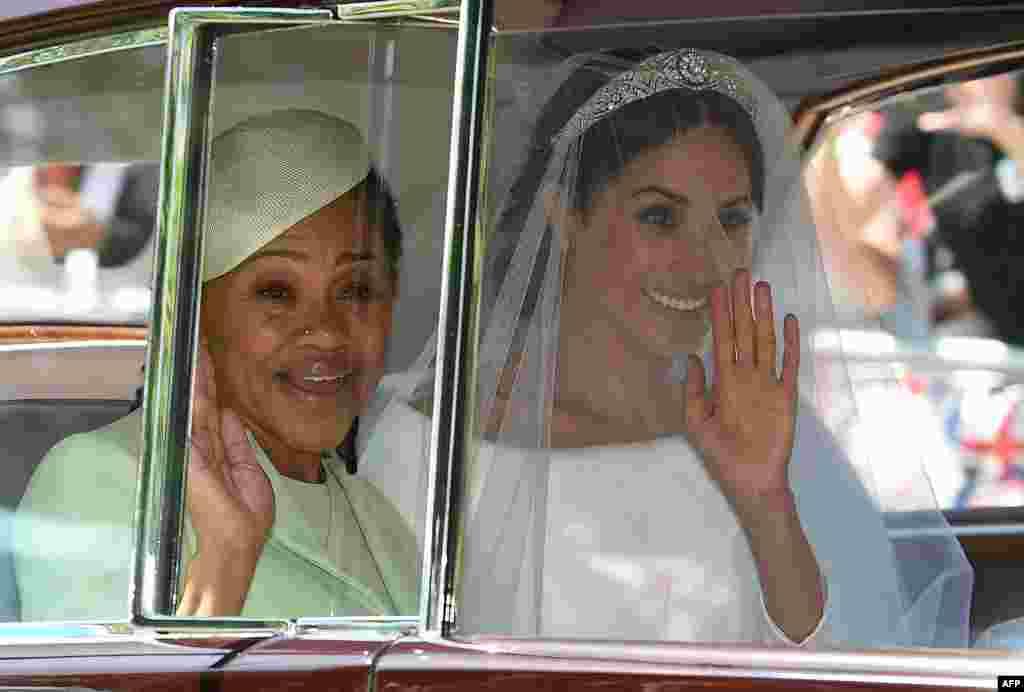 مگان همسر شاهزاده هری به همراه مادرش