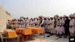 بر اساس گزارش کمیسیون حقوق بشر افغانستان در جریان سال ۱۳۹۴ خورشیدی، ۳۱۲۹ تن کشته و ۶۳۰۲ تن زخمی شده اند.
