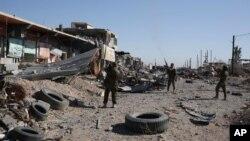13일 이라크 쿠르드족 민병대가 신자르 지역 진입을 자축하고 있다.