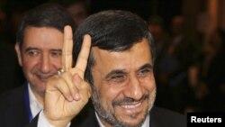El presidente de Irán,, Mahmoud Ahmadinejad, afirmó hace poco que ningún país tiene reservas nucleares para armamento.