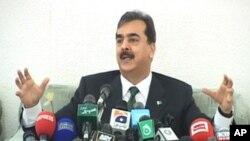 وزیراعظم یوسف رضا گیلانی نیوز کانفرنس سے خطاب کرتے ہوئے
