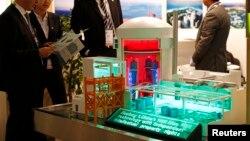 中國核工業集團在2014年世界核工業展覽會展出核電站模型。