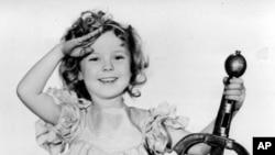 "Pada foto yang diambil tahun 1933 ini, Shirley Temple sedang berperan sebagai ""Little Miss Marker."" (Foto: dok.)"