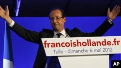 El presidente electo de Francia, François Hollande también recibió las felicitaciones del mandatario venezolano Hugo Chávez.