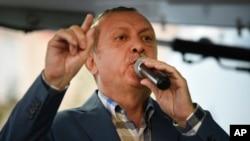 """رجب طیب اردوغان گفته است که حکومت اش را از وجود آنچه وی """"ویروس"""" می خواند، پاکسازی خواهد کرد."""