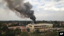 소말리아의 이슬람 반군 단체 알샤바브가 인터넷 사회연결망 '트위터'에 자신들의 소행이라고 밝혔던 케냐 대형 쇼핑몰 테러 현장. (자료사진)