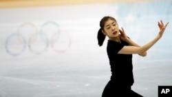 南韓選手金妍兒在比賽前練習