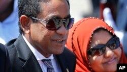 FILE - Maldives President Abdulla Yameen Abdul Gayoom, accompanied by his wife, Fathimath Ibrahim, arrives in Colombo, Sri Lanka, July 22, 2015.