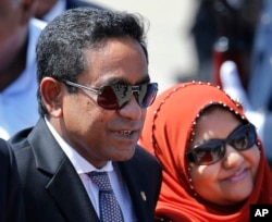 FILE - Maldives President Abdulla Yameen, accompanied by his wife Fathimath Ibrahim, arrives in Colombo, Sri Lanka, July 22, 2015.