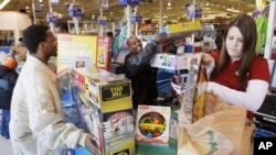 顧客在美國感恩節期間購物(資料圖片)
