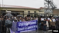 Endamên BDP'ê piştgirî didin girtîyên sîyasî ku di greva xwebirçîkirinê de ne. Weranşar, Ruha, Cotmeh 25. 2012