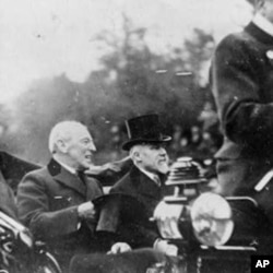 威尔逊总统(左)和法国总统普安卡雷在巴黎