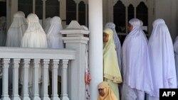 Anggota Ahmadiyah yang melakukan shalat Jumat di Kuningan, Jawa Barat. (Foto: Dok)