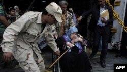 Qəzzafi tərəfdarları Misrata şəhərinə raket atıblar