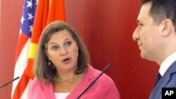 Pomoćnica američkog državnog sekretara Viktorija Nuland i makedonski premijer Nikola Gruevski, Skoplje 13. jul 2015.