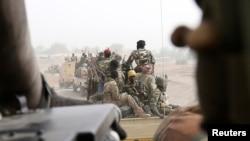 سربازان چاد هنگام عزیمت برای جنگ بر ضد بوکوحرام