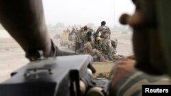 Des militaires tchadiens en poste près de la frontière avec le Nigéria (Reuters)
