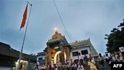 Hindistan'da Hazine Bulunan Tapınakta Sıkı Güvenlik Önlemleri