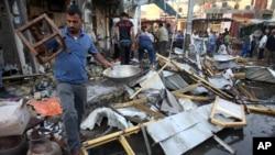 Hiện trường sau một vụ nổ bom xe chết người trong khu thương mại sầm uất của al-Zubair, ngoại ô Basra, miền nam Iraq, ngày 5/10/2015.