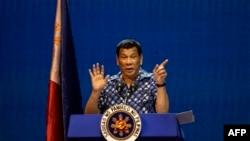 Perezida wa Philippine Rodrigo Duterte mu bihe vyo kwiyamamaza i Manila kuwa 11 ukwezi kwa gatanu, 2019, imbere y'amatora.